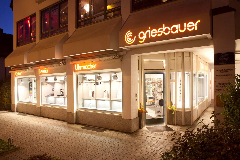 Griesbauer-Ladengeschaeft-Nacht